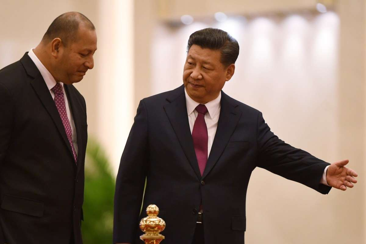 Chinese President Xi Jinping (R) leads the way for Tonga's King Tupou VI at the Great Hall of the People in Beijing, March 1, 2018.