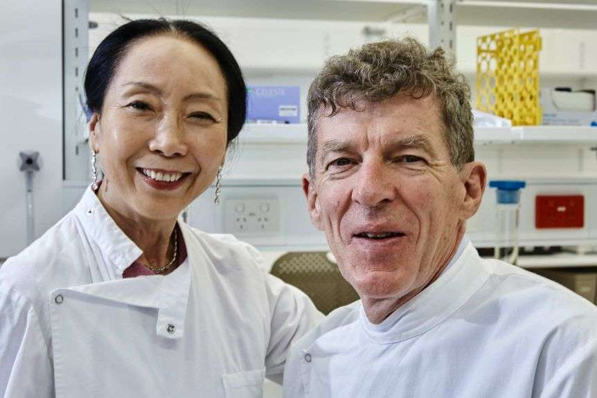 Professor Ian Frazer (right) worked on the HPV vaccine and thinks a coronavirus vaccine is unlikely anytime soon.(Supplied: European Inventor Award)